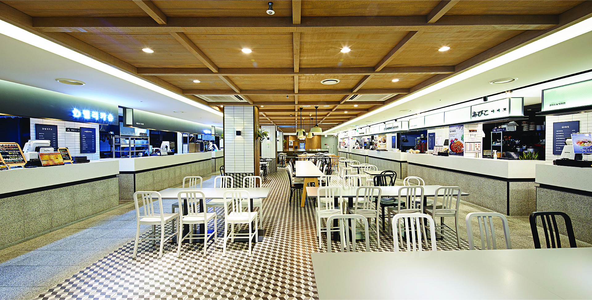 hollys food court